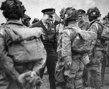 101-us-army-d-day-paras-Eisenhower-SF934